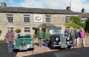 Wolseley 1100, Wolseley 14/60 and Register members at the Fat Lamb
